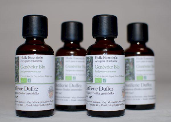 La Distillerie Duffez vous propose de l'huile essentielle de genevrier bio issu de sa production locale en Drôme Provençale aux portes de la Provence
